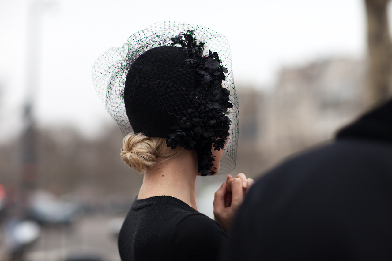 street-style-2013-2014-fall-winter-fashion-week-paris-ulyana-sergeenko-fashion-style-head-piece